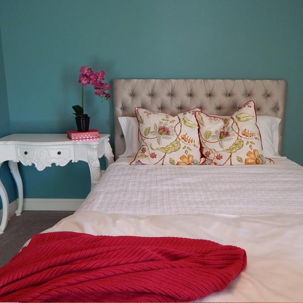 Plain-bedspread